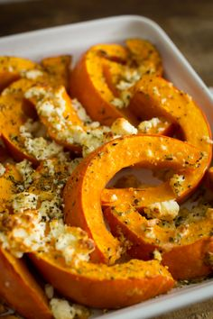 Autumnal out of the oven: pumpkin with sheep& cheese - Kürbisrezepte - Pumpkin Recipes, Veggie Recipes, Vegetarian Recipes, Chicken Recipes, Healthy Dinner Recipes, Healthy Snacks, Healthy Eating, Sheep Cheese, Atkins