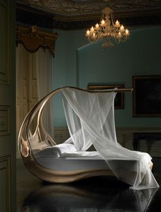 Bed by the Irish furniture maker, Joseph Walsh! Click to learn more about him and his work...  photo by Andrew Bradley
