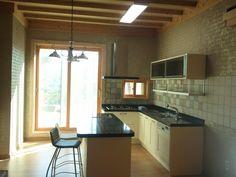 잘꾸민 정원의 아름다운 조화된 산아래 전원주택 - Daum 부동산 Kitchen, Table, House, Furniture, Home Decor, Cooking, Homemade Home Decor, Home, Home Kitchens