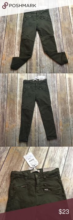 Zara Girls Olive Green Skinny Jeans Size 6 Olive green girls skinny jeans. Size 6 . New with tags. Adjustable waist. 20 inch waist. 7 inch rise. 19 inch inseam. Zara Bottoms Jeans
