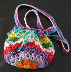 Børnetaske. Mønster: http://www.ravelry.com/patterns/library/rainbow-collection---purse