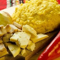 Mamaliga bucovineana de cartofi Cornbread, Mashed Potatoes, Ethnic Recipes, Food, Millet Bread, Whipped Potatoes, Smash Potatoes, Essen, Meals