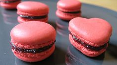 Pinky Cake, Macarons aux fruits rouges INRATABLES et faciles #macarons #macaronsinratables #stvalentin #macaronfruitsrouges #coquesmacaron #macaron #pinkycake Biscuits, Cheesecake, Muffin, Tasty, Ramadan, Breakfast, Mars, Foods, Drinks