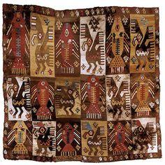 Textil Chimu. La mayoria de los textiles estaban tejidos con lana de alpaca,pero muchos de ellos tenian aplicaciones de hilos de oro,plata,plumas de aves y cabellos humanos.
