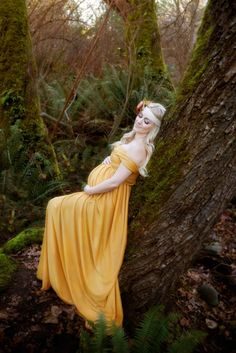 Whimsy Hollow Photography- I like how the background and the dress match with a yellow hue...probably photoshop effect, but still well done.