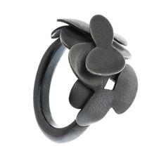 Norwegian jewelry design Abelia ring by @kajagjedebodesign www.kgd.no  #Abelia #ring #flowers #secretgarden #minimalist #statement #contemporaryjewelry #modern  #norskdesign #norwegiandesign #scandinaviandesign #origami #lovejapan #silver #jewelry #ring #gold #bølerbling