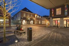 B&B Boxtel Boxtel Featuring free WiFi throughout the property, B&B Boxtel offers accommodation in the centre of Boxtel, 20 km from Eindhoven. You will find a kettle in the room. Rooms include a private bathroom equipped with a shower. There are shops at the...