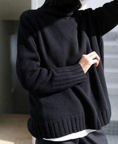 univers mininga ◼ mood mode allure style look winter hiver pullover sweater noir black Fashion Mode, Minimal Fashion, Look Fashion, Womens Fashion, Fall Fashion, Minimal Chic, Fashion Black, Fashion 2017, Luxury Fashion