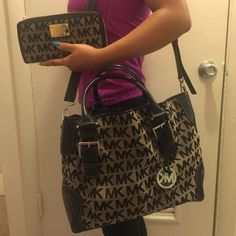 Authentic Michael Kors purse/wallet set Almost brand new.  This set was gently used for about a week.  No stains, no wear or tear. (The only trade I would consider is the large Coach taxi tote, blk/brown, red lining)  stored in a smoke free & pet free environment Michael Kors Bags Totes