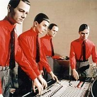 Kraftwerk - Would there be electronic music today without Kraftwerk? And it would suck. 80s Music, Music Film, Recital, Music Covers, Album Covers, Trance, Florian Schneider, Tv Movie, New Wave