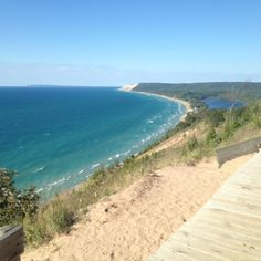 Stay close to this stunning beach in #Michigan #USA FREE via housesitting, see details by clicking on the picture!