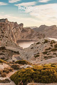 Envie de voyager dans les îles Baléares ? Visitez Majorque et la Serra Tramuntana. Des paysages entre montagnes, falaises abruptes et criques sauvages. Road Trip, Voyage Europe, Winding Road, Majorca, Future Travel, Beautiful Images, Monument Valley, Grand Canyon, Travel Inspiration