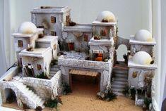 صورة ذات صلة Christmas Crib Ideas, Christmas Projects, Christmas Decorations, Holiday Decorating, Diy Nativity, Christmas Nativity, Nativity Scenes, Community Building Activities, Hirst Arts