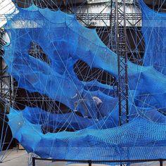 "195 Gostos, 1 Comentários - Fubiz (@fubiz) no Instagram: ""Immersive Blue Tensile Sculpture by Design Collective Numen / For Use #fubiz #design #inspiration…"""