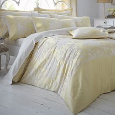 Stylish and contemporary duvet covers available from Dunelm. Our bed linen range includes a variety of colours and patterns, all made with high quality material and in every size, from single to king size duvet covers. Cheap Bed Linen, Cheap Bed Sheets, Pale Yellow Bedrooms, Gray Bedroom, Bedroom Decor, Bedroom Ideas, Contemporary Duvet Covers, King Size Duvet Covers, Bed Linen Design