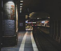 A kép legnépszerűbb címkéi között van: train, grunge, dark, vintage és indie Street Photography, Landscape Photography, Building Photography, Urban Photography, Josie Loves, Grunge, U Bahn, Urban Life, Concrete Jungle