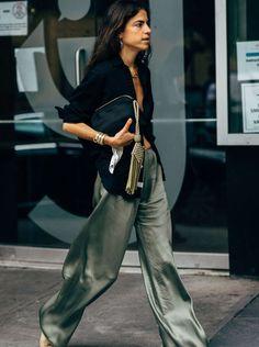 Brillant et hypnotisant (un peu comme nous, non ?), lesilkpantsest la pièce mode de la rentrée. Fashion Week Paris, Fashion Spring, New York Fashion Week 2017, Milan Fashion Weeks, Looks Street Style, Looks Style, Mode Outfits, Fashion Outfits, Fashion Trends