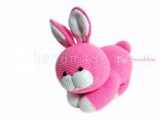 He encontrado este interesante anuncio de Etsy en https://www.etsy.com/es/listing/99736827/pattern-crochet-pink-rabbit-pdf