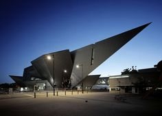 Extension to the Denver Art Museum, Frederic C. Hamilton Building Denver, CO - Daniel Libeskind Daniel Libeskind, Frank Gehry, Modern Architecture Design, Futuristic Architecture, Amazing Architecture, Museum Architecture, Modern Design, Chinese Architecture, Architecture Office