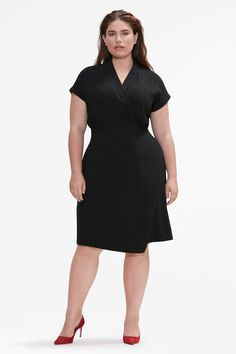 Back and better than ever, our bestselling Tory dress gets a gorgeous fit update—hello, extra-tailored top and defined waist. What's more, it now comes with lapels that can be turned up or down, and a softer shoulder with a rolled sleeve. Plus Size Business Attire, Business Professional Outfits, Professional Dresses, Business Casual, Professional Wardrobe, Work Wardrobe, Capsule Wardrobe, Plus Size Interview Outfits, Job Interview Dress