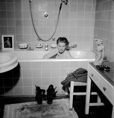 http://happyface313.com/2015/06/08/lee-miller-exhibition-at-albertina-museum/ - Lee Miller with David E. Scherman, Lee Miller in Hiterl's Bathtub, Munich, Gemany, 1945
