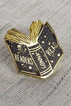 Black and gold Readers Gonna Read Enamel Lapel Pin with stars, perfect for any book lover
