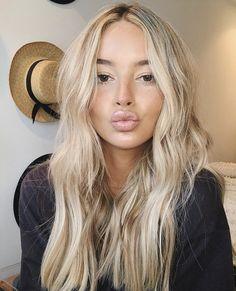 Ice Blonde Hair, Blonde Hair Looks, World Hair, Bridal Hair Inspiration, Corte Y Color, Short Wedding Hair, Face Hair, Messy Hairstyles, Hair Day