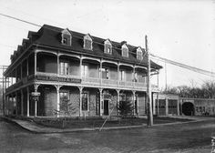 Poste de police no. 27 angle Lajeunesse et boulevard Gouin . - [193-] - Archives de Montréal: