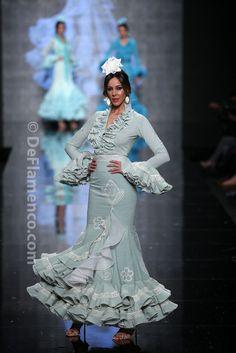 Fotografías Moda Flamenca - Simof 2014 - Faly de la Feria al Rocio 'Volantes de plata' Simof 2014 - Foto 06
