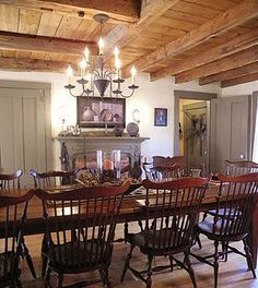 This post about elegant colonial interiors was like a trip down memory lane. In my early I was in love with primitive colonial decor. Primitive Homes, Primitive Dining Rooms, Country Dining Rooms, Primitive Kitchen, Primitive Decor, Primitive Country, Primitive Furniture, Primitive Antiques, Primitive Bedroom