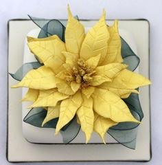 Golden Poinsettia Cake