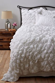 i no longer want my white bedding. i want this white bedding! White Bedroom Design, White Interior Design, Bedroom Designs, Dream Bedroom, Home Bedroom, Bedroom Decor, Master Bedroom, Bedroom Simple, Anthropologie Bedding