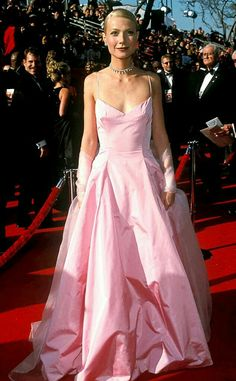 Gwyneth Paltrow in a pink Ralph Lauren gown at Oscars 1999