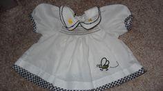 Puppenkleid-gesmogt-und-bestickt