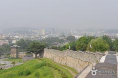 Hwaseong Fortress   11, Haenggung-ro, Paldal-gu, Suwon-si, Gyeonggi-do  경기도 수원시 팔달구 행궁로 11 , 장안구, 권선구 일원