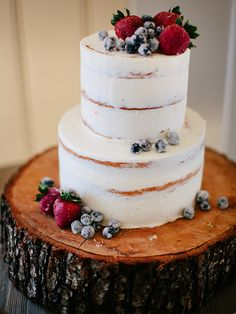 Experience the magic of a cozy winter wedding without the cold with a frosted berry cake garnish. Set on top a natural birchwood dessert stand for extra winter wonderland vibes.