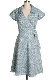 Vintage-inspired house dress by Hartbreaker from Looks like a wrap-around-dress. Vintage Outfits, Vintage Style Dresses, Dress Vintage, 1950s Style, Retro Style, Wrap Around Dress, Wrap Dress, Pretty Outfits, Pretty Dresses