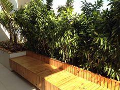 Banco de jardim de 60cm com jardineira atrás de 50cm