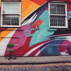 ぽつんと座ってアートを眺め楽しむ#ショーデイッチ #ストリートアート #ロンドン #アート #落書きアート #壁画 #スタイル #orcacollective