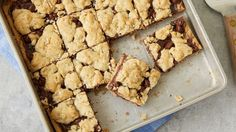 5 Ingredient Fudge Crumble Bars - These decadent (yet super simple!) bars get their easy start thanks to sugar cookie dough, and their irresistible flavor from plenty of hot fudge filling. 13 Desserts, Easy To Make Desserts, Summer Desserts, Cookie Bars, Cookie Dough, Bar Cookies, Cookie Recipes, Dessert Recipes, Fudge Recipes