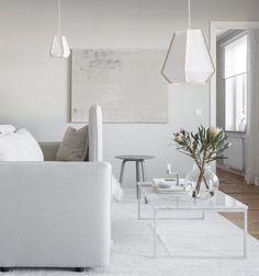 Home in white and beige - via Coco Lapine Design bog