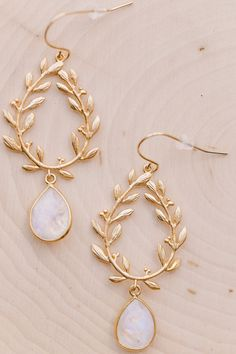 Our Moonstone Teardrop Earrings are the perfect earrings for everyday wear! They are classy + chic with a touch of bohemian flare. FEATURES »High-quality rainbow moonstone teardrop pendants with gold