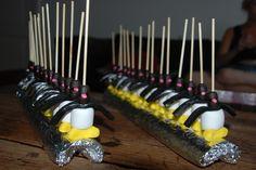 Pinguïn marshmallow, banaantje, trekdrop, 2 kokindjes, dropstaafje
