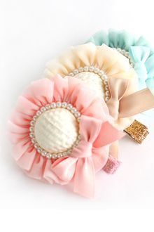 가배리본 gaberibbon : 즐거운 만들기의 시작 Ribbon Hair Clips, Baby Hair Clips, Diy Hair Bows, Baby Girl Headbands, Baby Bows, Satin Ribbon Flowers, Cloth Flowers, Ribbon Art, Ribbon Bows