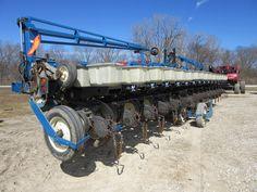 32 row Kinze 2600 corn planter