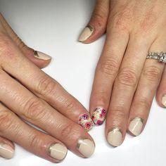Saturday florals.  #dallasbeautylounge #nude #nakey #florals #spring #pink #notd #pittsburgh #gelmani #nailart #nailedit by dallasbeauty_kalynn