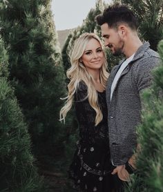 Amanda Stanton wearing Raye Ella Booties in Black, Loveshackfancy Peasant Blouse and Loveshackfancy Ruffle Mini Skirt Farm Family Pictures, Family Christmas Pictures, Christmas Tree Farm, Family Photos, Christmas Couple, Christmas Christmas, Winter Couple Pictures, Jamberry Christmas, Holiday Pics