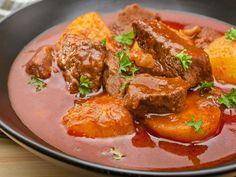 Kartoffelgulasch  Einfache Zutaten, sehr einfache Zubereitung aber ein toller Geschmack!  http://einfach-schnell-gesund-kochen.de/kartoffelgulasch/