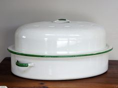 Vintage / Retro Enamel Roasting Pan (Cream with Green Trim) | Trade Me