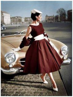 1955 Mercedes It looks nice, too. Vintage Fashion 1950s, Vintage Couture, Retro Fashion, Vintage Ladies, Classic Fashion, Vintage Style, Burlesque Vintage, Vintage Dresses, Vintage Outfits